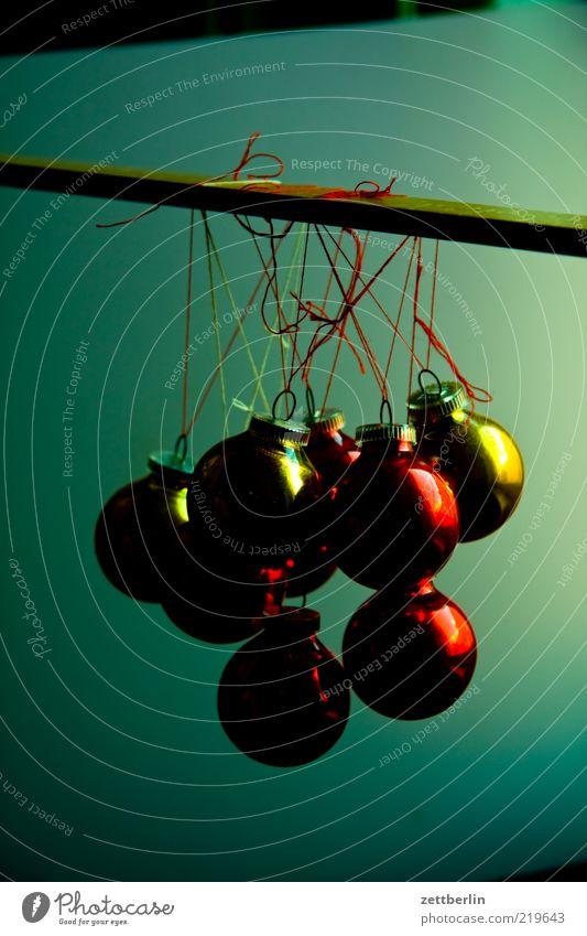 Deko Weihnachten & Advent rot Glas Design gold rund Dekoration & Verzierung Kugel Christbaumkugel hängen durcheinander Knoten verschönern Weihnachtsdekoration