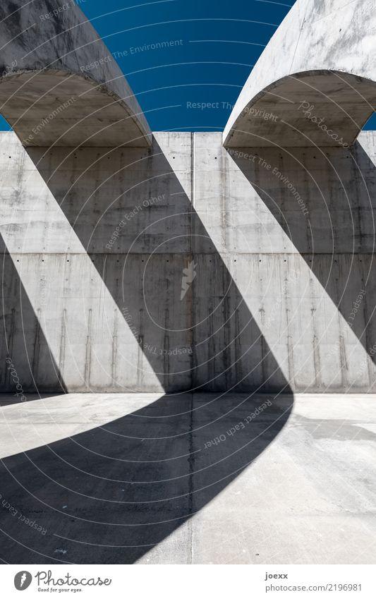 > Bauwerk Architektur Mauer Wand Beton ästhetisch groß hoch kalt blau grau modern Farbfoto Gedeckte Farben Menschenleer Tag Licht Schatten