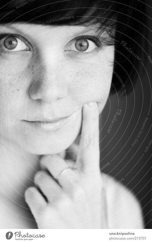 bring mich zum lachen Frau Mensch Jugendliche Freude Gesicht feminin Gefühle Bewegung Traurigkeit Stimmung Erwachsene Hoffnung Sehnsucht berühren Porträt Ring