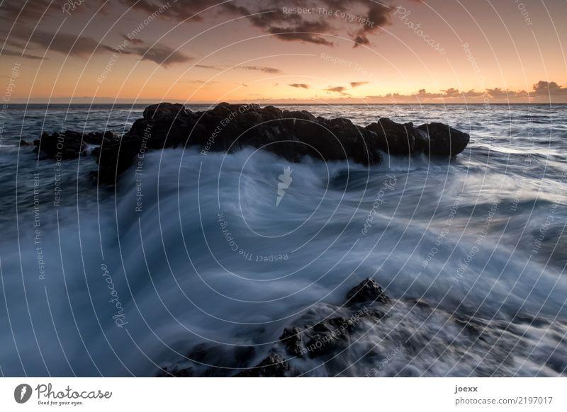 Wo Dich keiner kennt Wasser Himmel Wolken Horizont Sonnenaufgang Sonnenuntergang Felsen Wellen Meer maritim blau orange schwarz Fernweh Farbfoto Gedeckte Farben