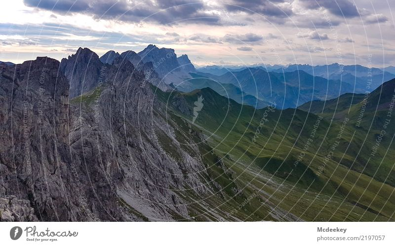 Fernweh Umwelt Natur Landschaft Pflanze Himmel Wolken Horizont Sommer Wetter Gras Hügel Felsen Berge u. Gebirge Gipfel dunkel Ferne frei gigantisch