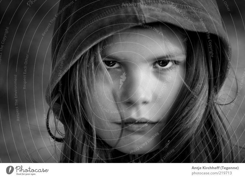 ... Mensch Kind Mädchen Haare & Frisuren Gesicht Auge Mund Lippen 1 8-13 Jahre Kindheit Traurigkeit bedrohlich Coolness stark wild Wut schwarz weiß Gefühle