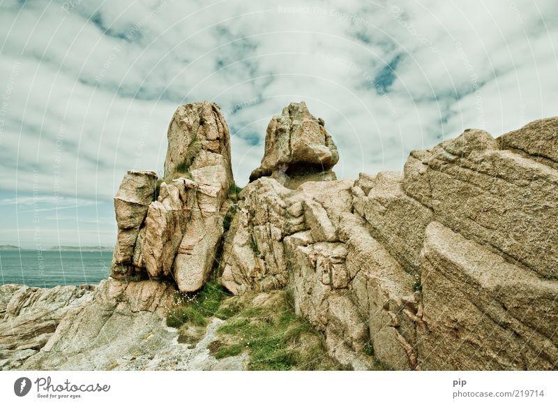 halbseeriff Natur Wasser Himmel Meer Sommer Wolken Ferne Gras Stein Küste Wetter Felsen hoch frisch fest Gesteinsformationen