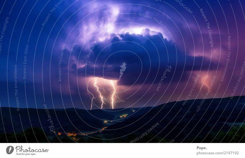 Gewitterzelle Natur blau Landschaft dunkel Regen bedrohlich violett Unwetter Blitze Tal schlechtes Wetter Hagel