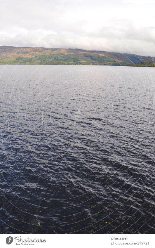 Loch Lomond Natur Landschaft Wasser Wolken Herbst Wetter Wind Hügel Wellen See Ferne gigantisch glänzend kalt natürlich blau grün Farbfoto Außenaufnahme