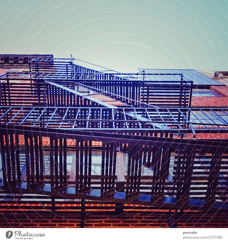 treppen-haus Himmel Haus Architektur Gebäude Fassade Design Treppe retro Hochhaus ästhetisch Bauwerk Stadtzentrum Wolkenloser Himmel Außentreppe
