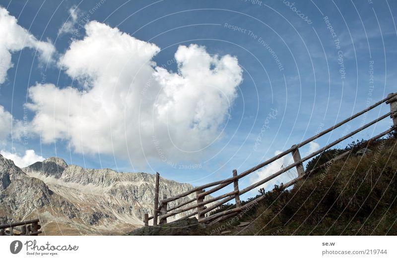 Grenzübergang ...... | Antholz [16] Himmel blau Sommer ruhig Wolken Einsamkeit Herbst Berge u. Gebirge Wege & Pfade braun Alpen Neugier Zaun Schönes Wetter