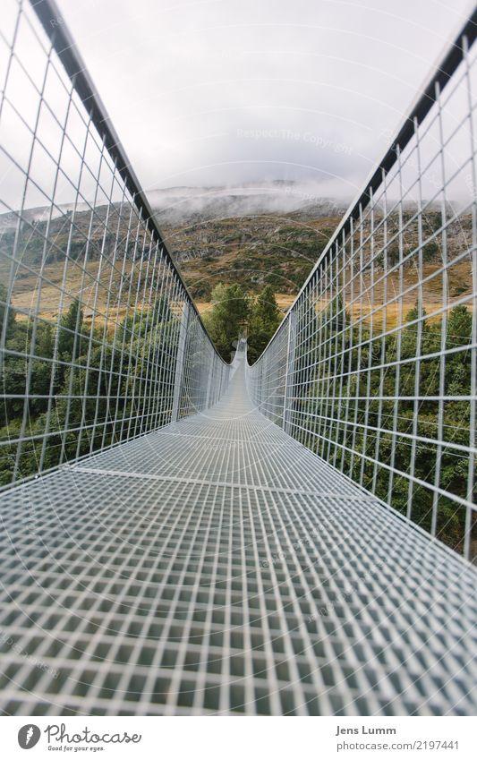 Eine Brücke ist eine Brücke Ferien & Urlaub & Reisen grün weiß Wolken Berge u. Gebirge gelb Herbst Tourismus grau braun Ausflug wandern Wetter Alpen Höhenangst