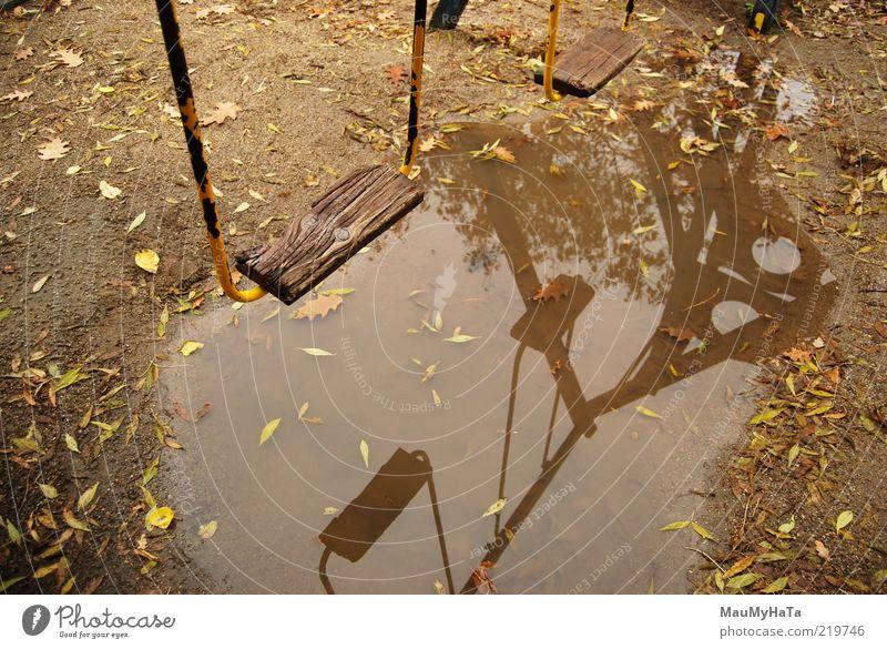Pfütze Spielzeug Spiegel Sand Holz Stahl Wasser alt frei gut einzigartig kaputt klein natürlich blau braun gelb gold grau Farbfoto Menschenleer Tag