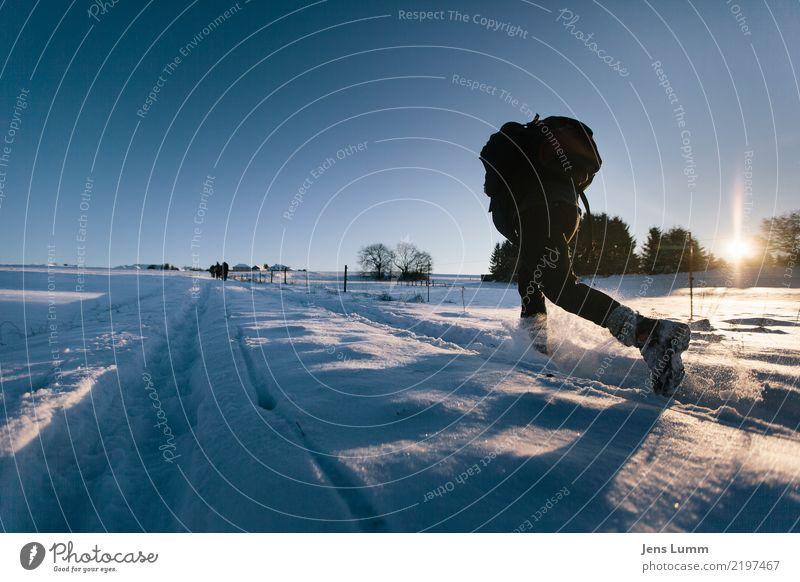 Keeping up with the Joneses Ferien & Urlaub & Reisen Tourismus Ausflug Freiheit Winter Schnee Winterurlaub wandern maskulin Mann Erwachsene Körper 1 Mensch
