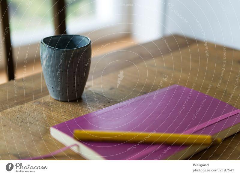 Klarheit ruhig gelb sprechen Raum planen Küche Kaffee trinken violett Kalender Sitzung Tee Tasse Schreibstift Vorsicht