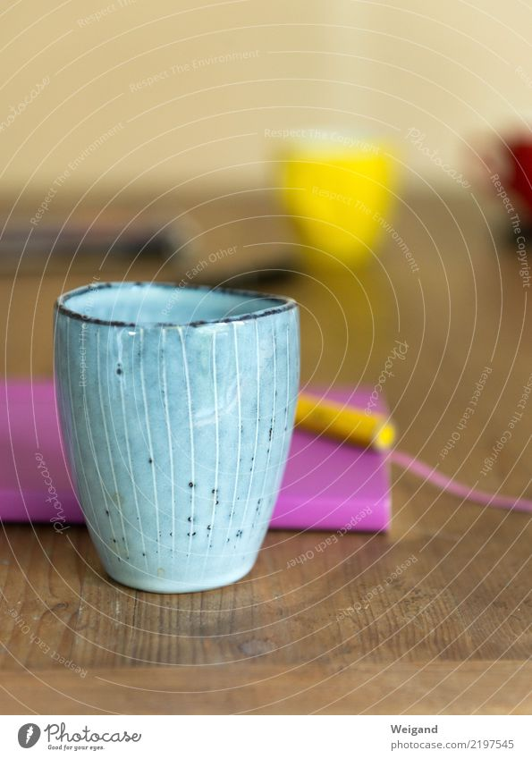 Tee-Pause Erholung ruhig gelb rosa Tisch Freundlichkeit planen Küche Kaffee trinken violett Klarheit Gelassenheit Sitzung Wachsamkeit