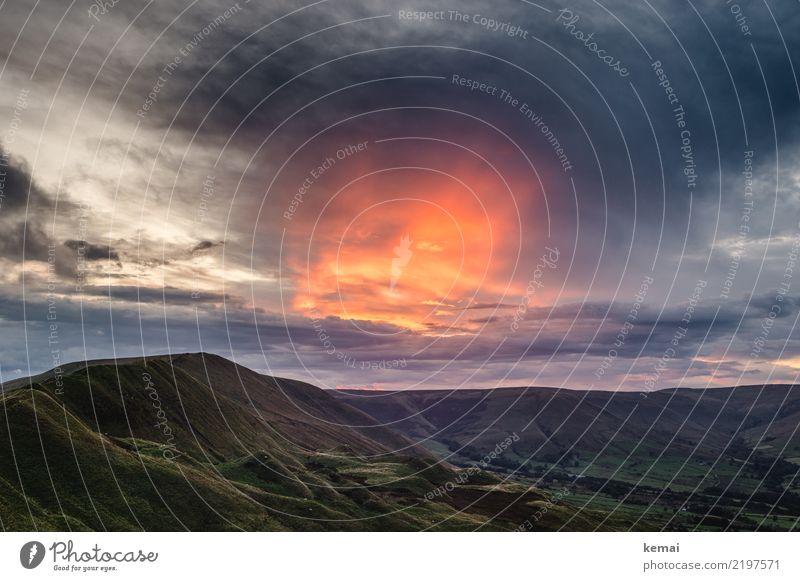 Das Himmelsfeuer Natur Ferien & Urlaub & Reisen Sommer grün Landschaft rot Erholung Wolken ruhig Ferne dunkel Freiheit außergewöhnlich orange Ausflug