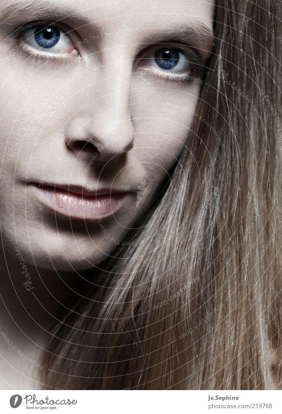 I still think of you. Mensch Jugendliche blau schön Gesicht Erwachsene Junge Frau feminin Haare & Frisuren 18-30 Jahre natürlich elegant ästhetisch brünett