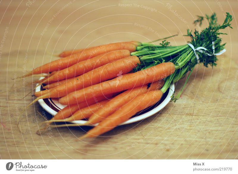 Good for your eyes, Ernährung Lebensmittel frisch Gemüse lecker Diät Bioprodukte Möhre Wurzelgemüse roh knackig Licht Zutaten Vegetarische Ernährung