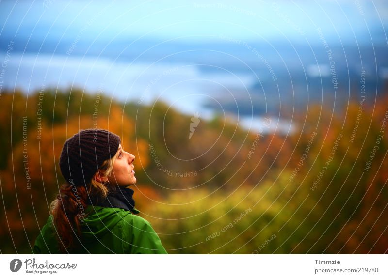Indian summer melancholy Mensch Natur Jugendliche Ferien & Urlaub & Reisen ruhig Einsamkeit Ferne Wald Erholung Herbst feminin Berge u. Gebirge Freiheit