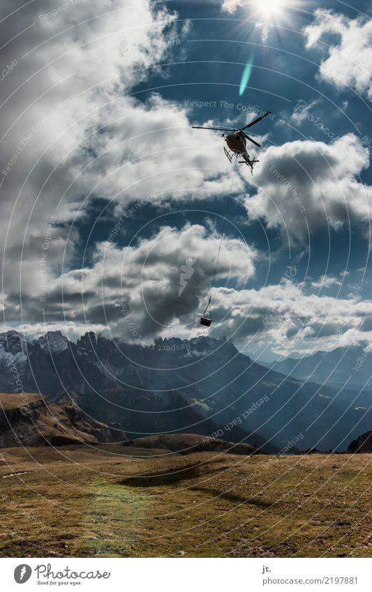 Versorgungshubschrauber im Gebirge Himmel Natur Ferien & Urlaub & Reisen blau weiß Sonne Landschaft Wolken Berge u. Gebirge Herbst braun fliegen oben wandern