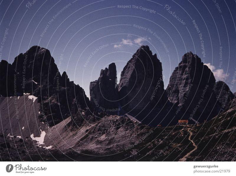 3 Zinnen und 3 Zinnenhütte Berge u. Gebirge Italien Hütte Dolomiten Gebirgssee Südtirol Berghütte