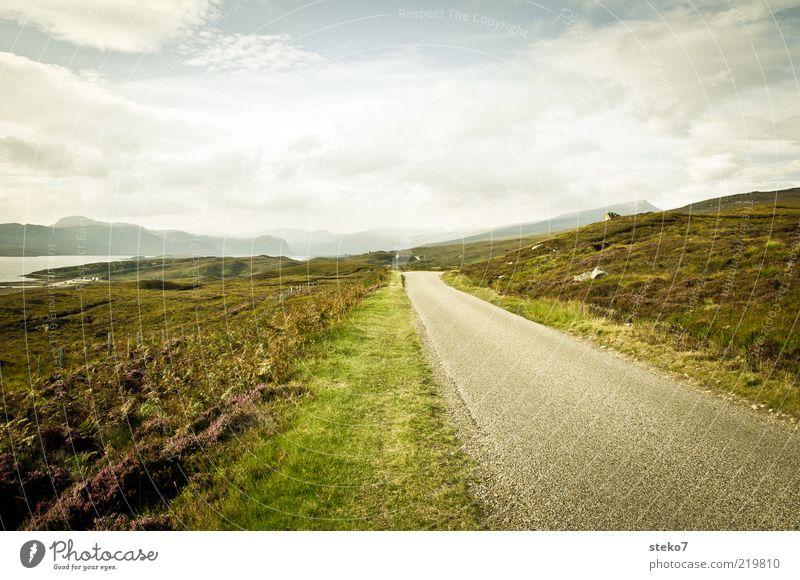 road to nowhere Feld Hügel Berge u. Gebirge Straße entdecken Ferien & Urlaub & Reisen Einsamkeit Ende Unendlichkeit Schottland Highlands Ferne geradeaus
