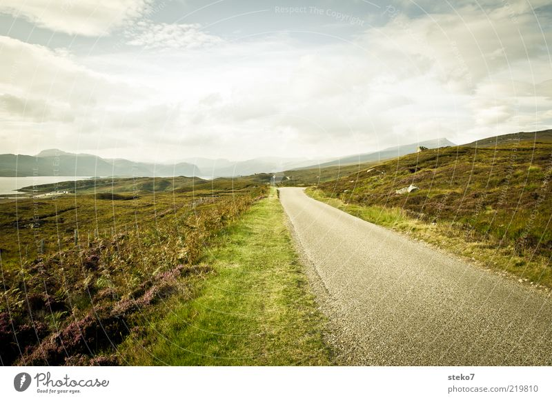 road to nowhere Ferien & Urlaub & Reisen Einsamkeit Ferne Straße Berge u. Gebirge Feld Ende Unendlichkeit Hügel entdecken Schottland geradeaus Highlands