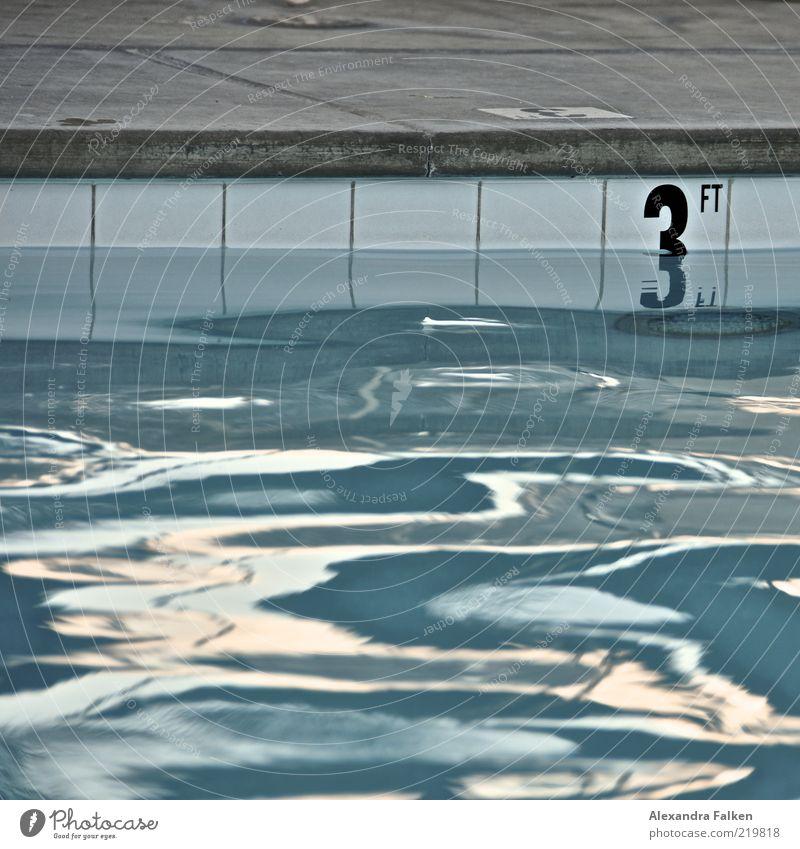 3ft Sport Fitness Sport-Training Wassersport Sportstätten Schwimmbad blau Fliesen u. Kacheln Reflexion & Spiegelung Beckenrand Ziffern & Zahlen flach nass