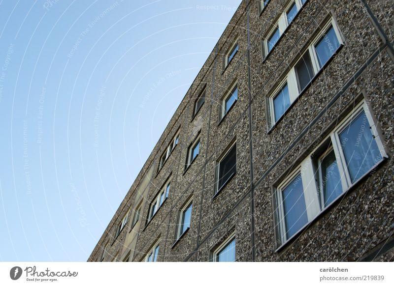 Home, sweet home alt blau Haus gelb Fenster grau Gebäude Fassade Hochhaus Häusliches Leben DDR Gardine Plattenbau Blauer Himmel Wohnhochhaus Wohngebiet