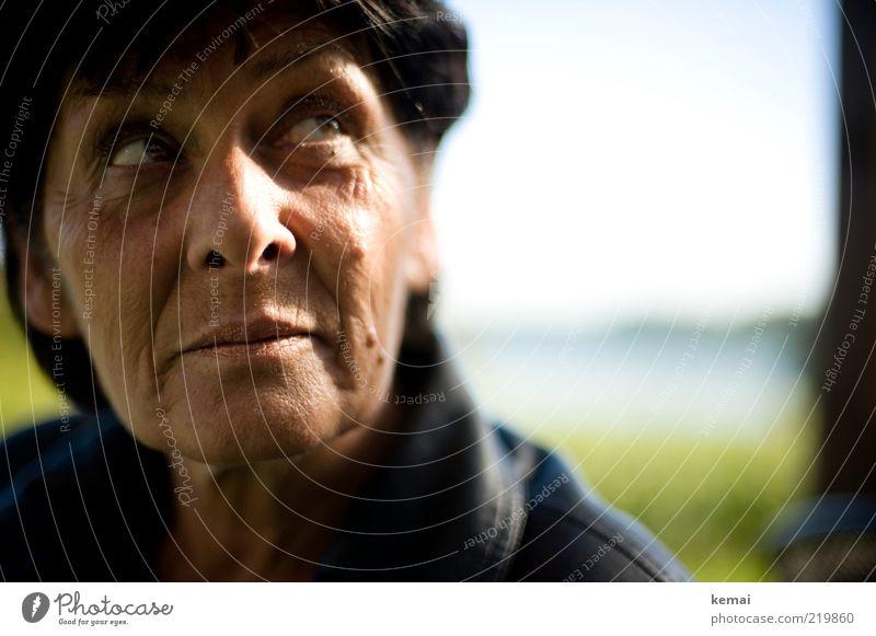 Blick nach Morgen Mensch Frau Gesicht Erwachsene Auge Senior Kopf Denken Mund Haut Nase Zukunft Hoffnung Wunsch nachdenklich Lippen