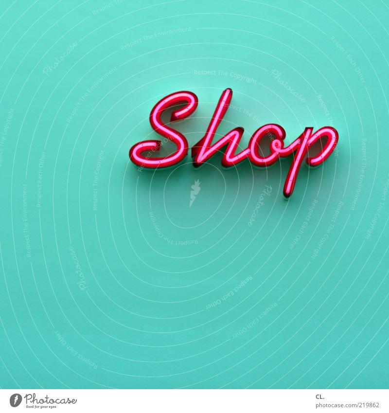 shop Lifestyle ästhetisch türkis magenta rosa Typographie Leuchtreklame Kapitalismus Eingang Wand Hintergrund neutral Schriftzeichen Licht leuchten