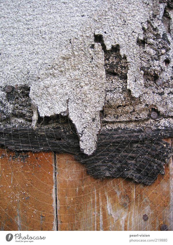 Detail Kunstwerk Teerpappe Holzbrett Nagel alt braun grau schwarz verfallen Vergänglichkeit Farbfoto Außenaufnahme Detailaufnahme Menschenleer Schneidebrett