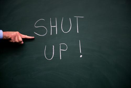 Halt die Klappe ! Lifestyle Kindererziehung Bildung Schule Klassenraum Tafel Schüler Handel Callcenter Business Mittelstand Unternehmen Karriere Mensch Mann