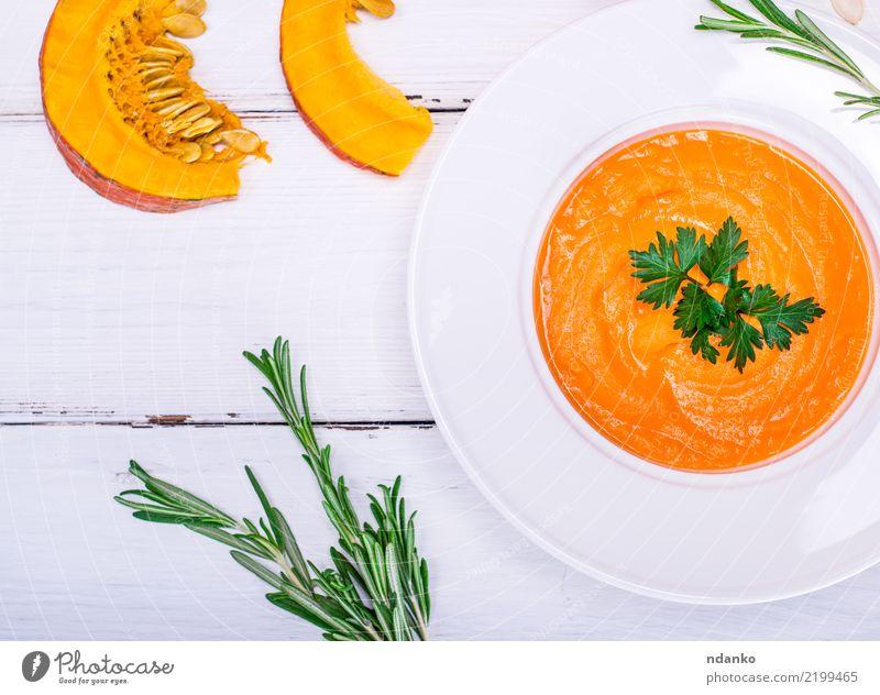 Kürbiscremesuppe Gemüse Suppe Eintopf Essen Mittagessen Abendessen Vegetarische Ernährung Diät Teller Gesunde Ernährung Tisch Halloween Herbst Holz frisch gelb