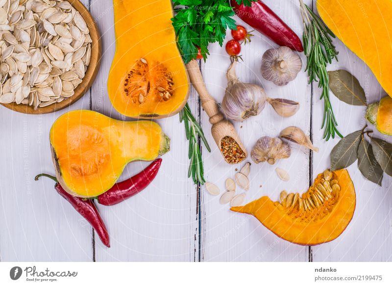 Scheiben von frischem Kürbis Natur weiß Essen gelb Herbst Holz Gesundheitswesen Lebensmittel Tisch Kräuter & Gewürze Gemüse Jahreszeiten Ernte Bioprodukte
