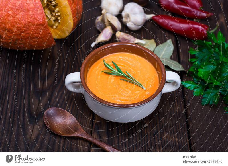 Cremesuppe von frischem Kürbis Natur Essen gelb Herbst Holz Gesundheitswesen braun Dekoration & Verzierung Tisch Gemüse Jahreszeiten Ernte Bioprodukte Tradition