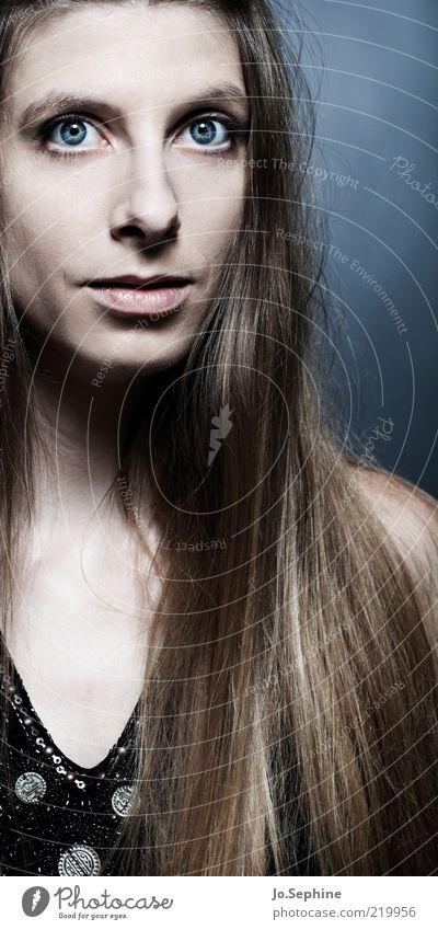 hypnotise me Mensch Jugendliche schön Erwachsene Junge Frau Auge feminin Haare & Frisuren 18-30 Jahre elegant ästhetisch langhaarig fixieren Starrer Blick