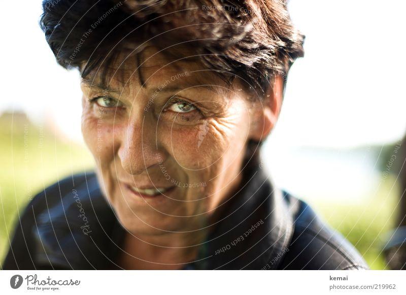 Renitent Mensch Frau Erwachsene Weiblicher Senior Haut Kopf Haare & Frisuren Gesicht Auge Nase Mund 1 45-60 Jahre Lächeln lachen Blick Gefühle Freude