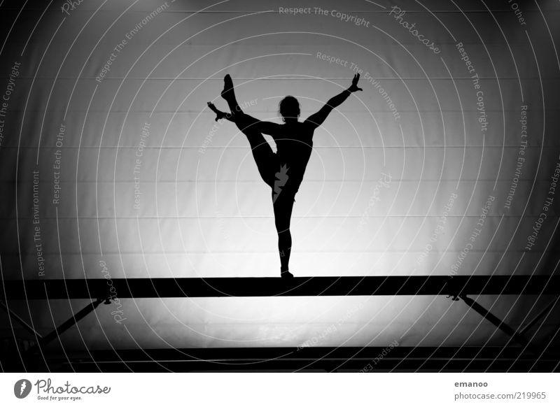 balance Lifestyle Stil Freude Fitness Sport-Training Sportler Mensch Junge Frau Jugendliche 1 Bewegung stehen ästhetisch sportlich elegant schön schwarz weiß