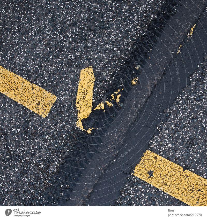 have a break Verkehrswege Straße Wege & Pfade kaputt Geschwindigkeit gelb grau Bewegung chaotisch Asphalt Schilder & Markierungen spurenlesen Spuren Teer