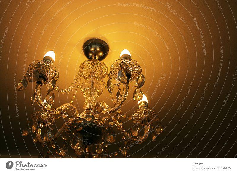 They say |If you're dreaming about her, ... Sammlerstück Glas leuchten Lampe Kronleuchter Decke Glühbirne Stromverbrauch Romantik Barock Kristalle verziert