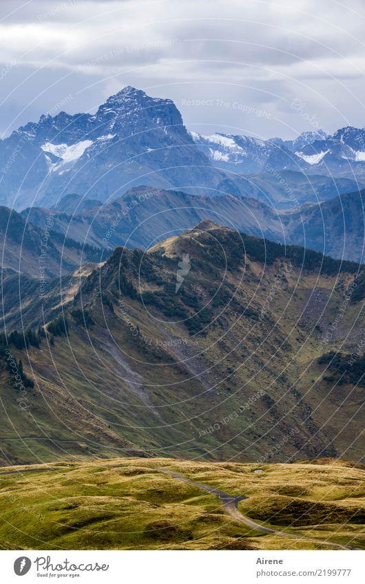 Schicht auf Schicht Natur blau Landschaft Einsamkeit Wolken ruhig Ferne Berge u. Gebirge Herbst Freiheit braun oben Freizeit & Hobby wandern gold einzigartig