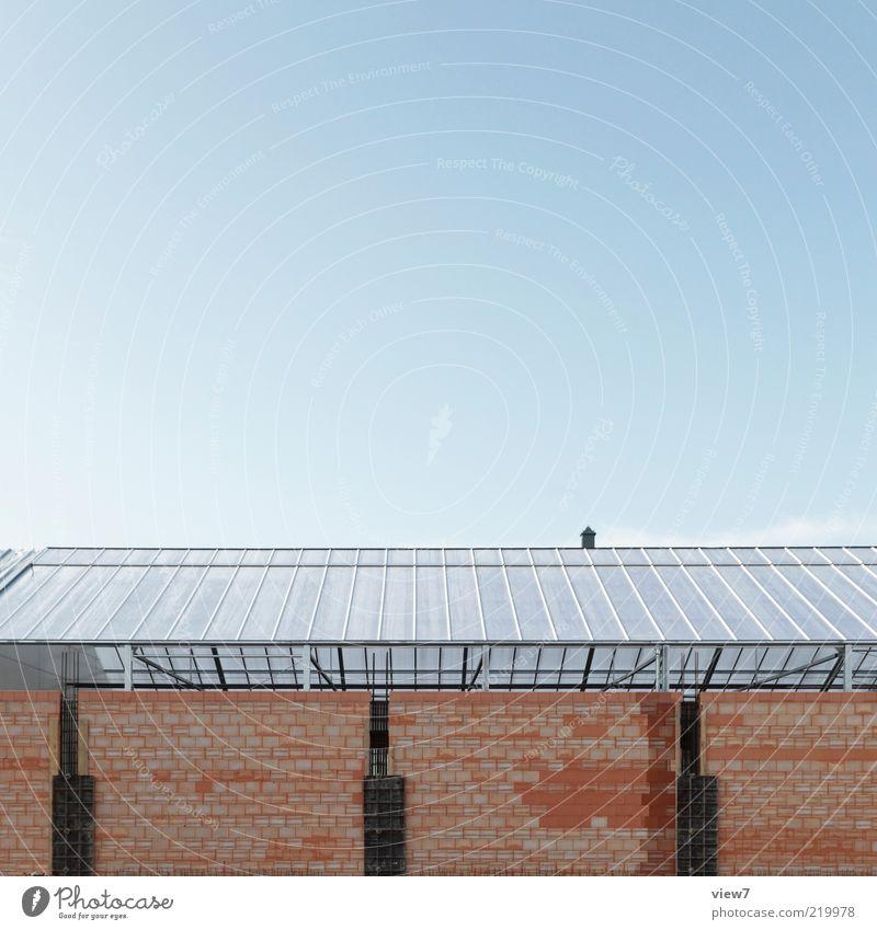 Neubau Himmel Haus Wand Stein Mauer Linie braun Glas groß Fassade modern neu Wachstum Fabrik authentisch Dach
