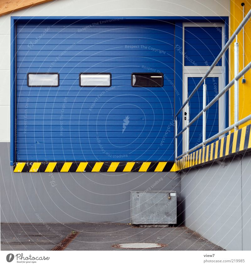 Nachschub blau Wand oben Stein Mauer Linie Metall Fassade modern ästhetisch Güterverkehr & Logistik Autotür Streifen Tor Eingang Handel