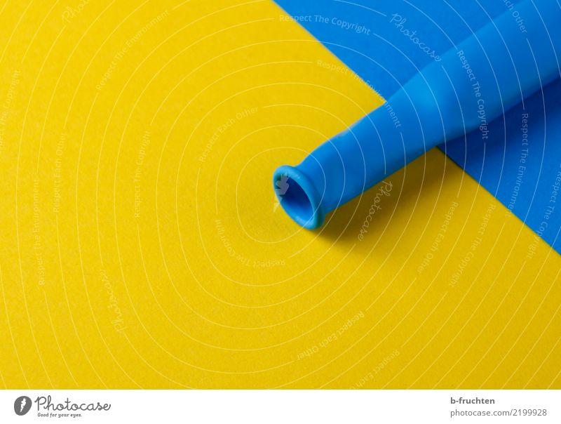 gelb-blau Luftballon Zusammensein Unendlichkeit Glaube Religion & Glaube einzigartig Yin und Yang ausdruckslos eindringen Farbfoto Nahaufnahme Menschenleer