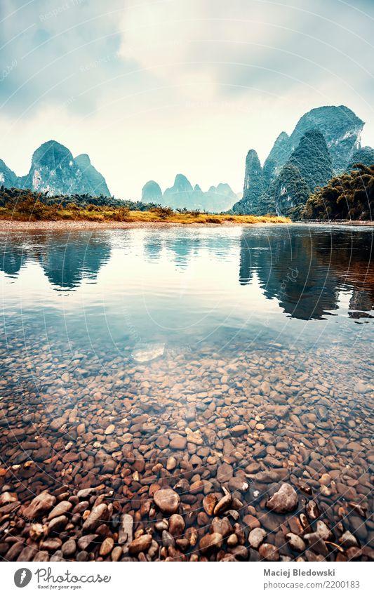 Lijiang-Flusslandschaft, China. Ferien & Urlaub & Reisen Ausflug Abenteuer Camping Berge u. Gebirge Natur Landschaft Wolken Unwetter Hügel Flussufer träumen