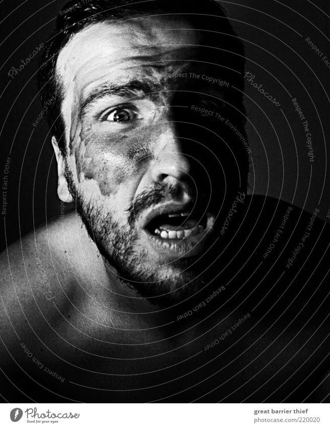 Mann Kriegsbemalung Angst Mensch Erwachsene Gesicht Kopf Mund dreckig Haut maskulin verrückt außergewöhnlich schreien Bart Verzweiflung Aggression