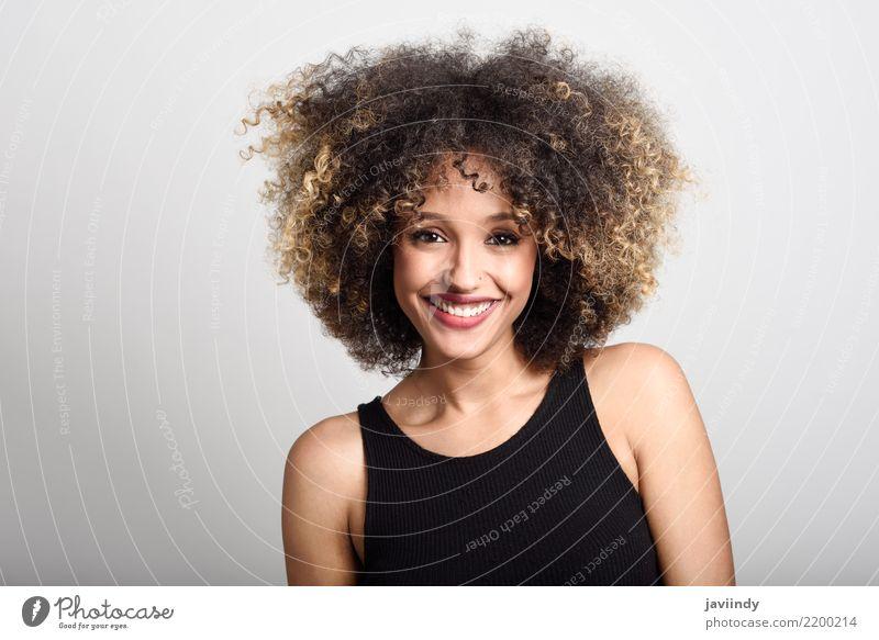 Frau Mensch Jugendliche schön 18-30 Jahre Gesicht Erwachsene Stil Glück Haare & Frisuren Mode Lächeln Fröhlichkeit niedlich Beautyfotografie Model