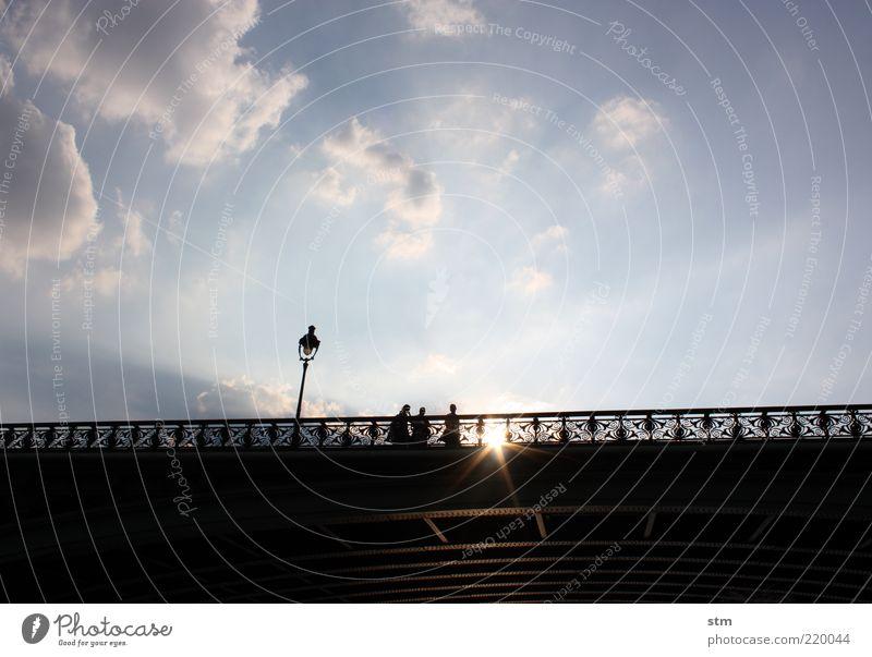 roadmovie 26 Mensch Himmel blau Sonne Wolken Architektur elegant Ausflug Tourismus Brücke Lifestyle Spaziergang Bauwerk Paris Laterne Schönes Wetter