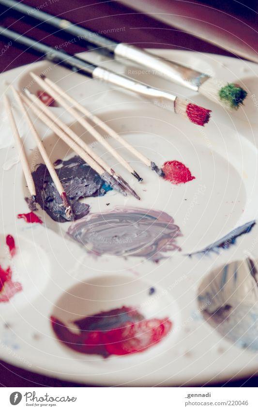 Malzeit Kunst Pinsel Pinselstiel malen Ölfarbe Farbe mehrfarbig dreckig Zahnstocher Farbfleck gewissenhaft geduldig Handwerk Kreativität Farbenwelt produzieren