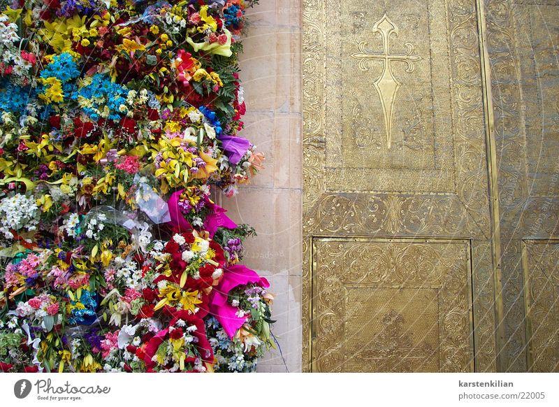 Tor der Blumen Gebet erinnern Blumenstrauß Katholizismus Tradition Freizeit & Hobby Religion & Glaube Feste & Feiern