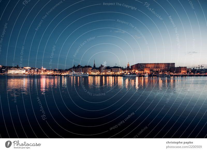 Stockholm blaue Stunde Ferien & Urlaub & Reisen Stadt Haus Tourismus Sehenswürdigkeit Bauwerk Skyline Wahrzeichen Hauptstadt Altstadt Stadtzentrum Städtereise