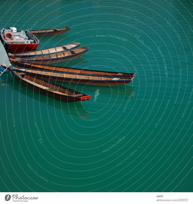 Zillen Wasser grün blau Güterverkehr & Logistik Fluss türkis Steg Anlegestelle Österreich Tradition Wasserfahrzeug Ruderboot Im Wasser treiben Verkehrsmittel Schifffahrt Perspektive